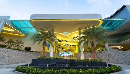 Crest Resort and Pool Villas